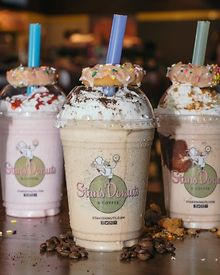DINING-Julia-Child-donut-topped-milkshakes-Le-Diner-en-Blanc