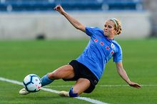 Stanton re-signs with Red Stars