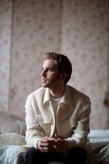 SHOWBIZ-Ben-Platt-Cynthia-Erivo-Miley-Cyrus-Halston-series-Pink