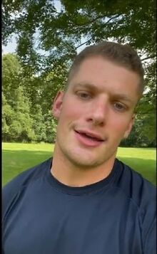 First-active-pro-football-player-comes-out-as-gay-