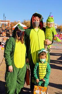 Andersonville-celebrates-Halloween-with-Halloween-on-Catalpa-Oct-30